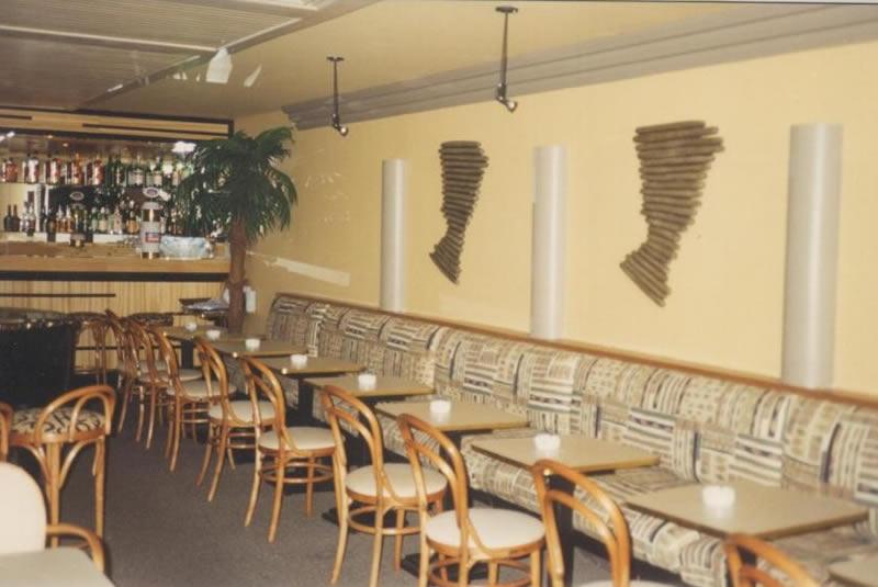piano bar e ristorante stile savana africana