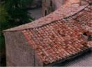 S.Gregorio da Sassola (RM). Copertura a tetto a due falde con manto di coppi ed embrici, tipico dell'area romana